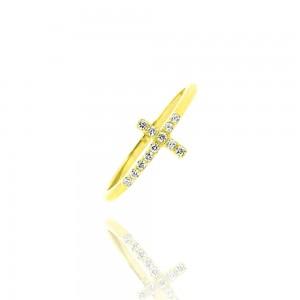 - Bague croix, or jaune 375/1000  et oxyde de  zirconium -